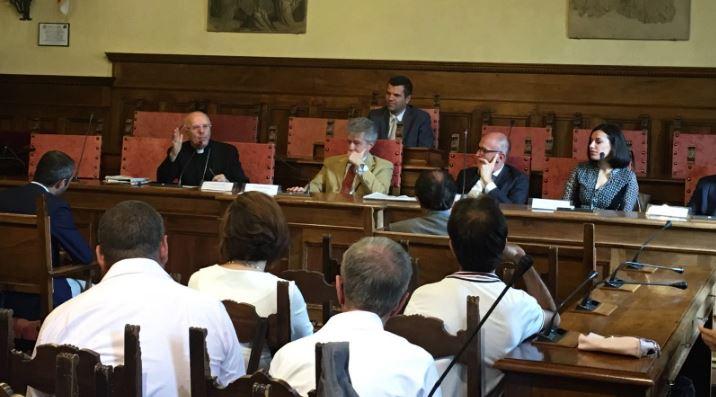 """Il sindaco Ghinelli accoglie le Rondini d'Oro e accetta la sfida di costruire l'Abbraccio Interreligioso: """"Arezzo sarà sempre la vostra casa"""""""