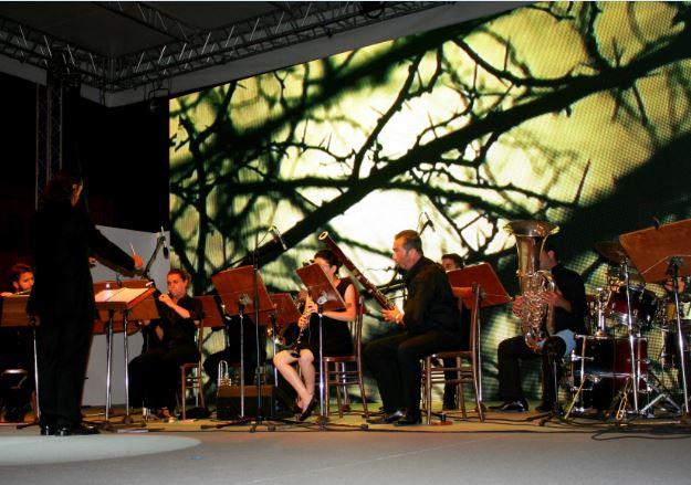 """In migliaia a Trapani per Fly for Peace. Un successo per lo spettacolo di Rondine """"Dissonanze in Accordo"""""""